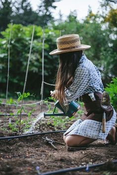 Incomparable Vegetable Gardening Tips At Your Backyard Ideas. Impressive Vegetable Gardening Tips At Your Backyard Ideas. Herb Garden Design, Garden Tools, Garden Tool Belt, Organic Gardening, Gardening Tips, Vegetable Gardening, Gardening Websites, Vegetables Garden, Gardening Magazines