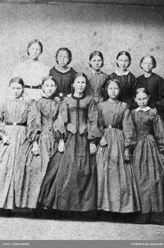 Group of girls, Swedish, 1860. Trelleborgs Museum, nr. TM.PAM:998