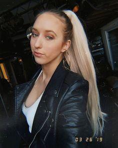 Janna Niki showing how to get a seriously snatched ponytail with our deluxe clip in ponytail hair extensions! Types Of Hair Extensions, Ponytail Hair Extensions, Ponytail Hairstyles, Cool Hairstyles, Hair Extension Shop, Hair Hacks, Hair Tips, Clip In Ponytail, Glamorous Hair