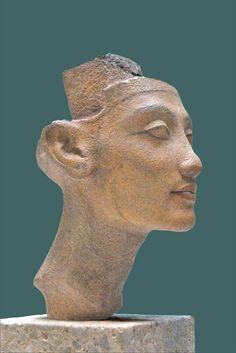 Nefertiti ou Meritaten (une des filles de Nefertiti). Quartzite | Neues Museum, Berlin. Photo by dalbera, via Flickr