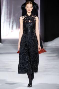 Valentin Yudashkin Fall 2016 Ready-to-Wear Fashion Show