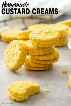 This Custard Creams recipe is a homemade version of the classic British biscuits. These delightful custard flavoured cookies are quick to make and perfect with a cuppa. Custard Biscuits, Custard Cookies, Cream Biscuits, Biscuit Cookies, Easy Biscuits, Baking Biscuits, Anzac Biscuits, Cinnamon Recipes, Baking Recipes