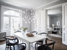 Tour a Classic and Spacious Apartment with Historical Charm in Gothenburg - Nordic Design Scandinavian Design House, Nordic Design, Modern Design, Scandinavian Interiors, Danish Design, Design Design, Contemporary Interior, Luxury Interior, Interior Design