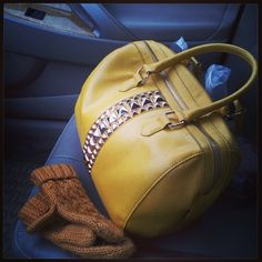 Forget the #WeatherForecasting of #snow! Let's talk some more about my gorgeous #yellow #Aldo #leather #bag @aldo_shoes