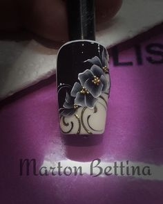 #nails #nail #naildesign #brillbird #martonbettina #bettinamarton #black #white #flower #paint #handpainted #handmade #transferfoil #köröm #műköröm #nailtraining