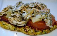 Den bedste grøntsagspizza - EVER ! Lavet ligesom mine grøntsagsbrød, med lidt reven ost, toppet med pulled chicken og Tangpesto - evt også banan
