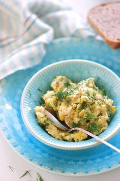 . en salat der skåner det store havdyr Her er en pålægssalat, der i konsistens minder om tunsalat. Jeg har tidligere filosoferet over efterligninger af animalske retter, og her er så endnu en. Jeg …