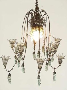 Fiona Gall's Faerie Lights… Very cool chandelier Wire Chandelier, Chandeliers, Diy Luminaire, Unique Lighting, Shabby Vintage, Wire Art, Lampshades, Faeries, Light Up