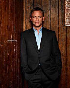 Daniel Craig: A good suit is to a woman what sexy lingerie is to a man Rachel Weisz, Estilo James Bond, James Bond Style, Daniel Craig James Bond, Casino Royale, Daniel Graig, Best Bond, Cute Lingerie, Raining Men