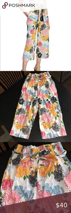 Neiman Marcus Floral Pants Size 4 Worn Once, excellent condition  Size 4 Neiman Marcus Pants