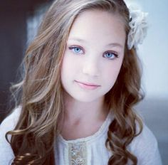 I love Maddie, and can't believe that Abby put her on the new team! Maddie was super supportive though to her true team even when she didn't dance with them. Broke my heart Watch Dance Moms, Dance Moms Girls, Maddie Ziegler, Dance Moms Pyramid, Dance Mums, Famous Dancers, Dance Dreams, Maddie And Mackenzie, Show Dance