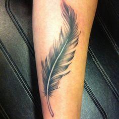 tatoauge avant bras plume