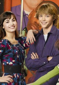 Picture: Demi Lovato and Sterling Knight on Disney Channel's 'Sonny with a Chance.' Pic is in a photo gallery for 'Sonny With a Chance' featuring 50 pictures. Disney Xd, Disney And Dreamworks, Disney Movies, Demi Lovato, Icarly, Hannah Montana, Chad Dylan Cooper, New Disney Shows, Sterling Knight