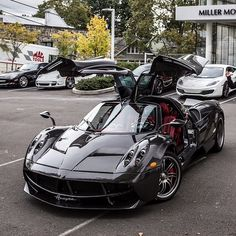 Pagani Huayra in full carbon fiber  Photo taken by: unknown