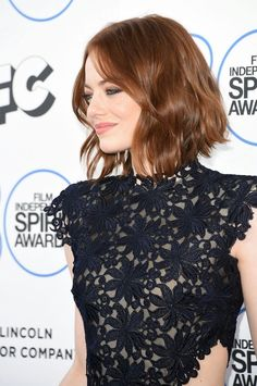 2015 Film Independent Spirit Awards - Arrivals Actress Emma Stone attends the 2015 Film Independent Spirit Awards at Santa Monica Beach on February 2015 in Santa Monica, California. Emma Stone Haircut, Cabelo Inspo, Medium Hair Styles, Curly Hair Styles, Actress Emma Stone, Good Hair Day, Bob Hairstyles, New Hair, Hair Inspiration