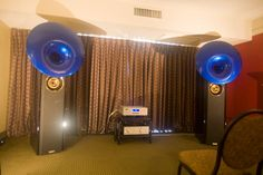 Acapella Audio Arts 'Atlas' horn speakers, Acapella 'LaMusika' integrated amp, EmmLabs 'XDS1' CD / SACD player, HRS 'SXR' equipment rack, Acapella cables and Nordost 'Odin' power cord.
