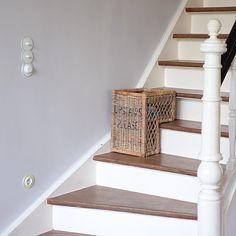 Das war letzte Woche zuviel Sonne für das verstaubte #lestissuscolbert Haus☺️. Ich musste einfach einige Wände neu streichen.... Beliebteste Wand: Treppenaufgang. Vielleicht kommt dieses Jahr auch die Treppe eine neue Farbe☺️.