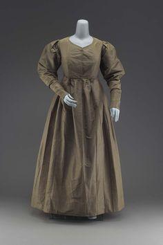 1825, America - Quaker's dress - Silk taffeta, silk sleeve lining, and glazed linen inner bodice