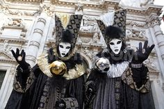 http://www.demotix.com/news/1788617/costumes-venice-carnival-2013-draw-weekend-crowds#media-1788457