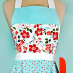 40+ Free Apron Patterns & Tutorials : TipNut.com  Josephine and pleated aprons are cute.