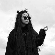 - Yo no pensaba en en el amor, ni lo creía, ni mucho menos lo buscaba. Y de pronto apareciste tú destrozando paredes y ideas, te volviste mi luz.