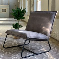Minimalist Sofa, Whimsical Halloween, Barcelona Chair, Furniture Inspiration, Accent Chairs, New Homes, Living Room, Design, Home Decor