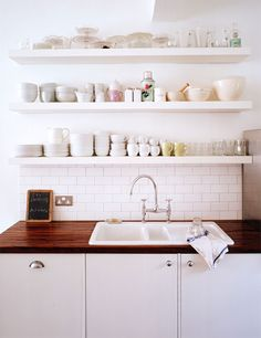 trend : floating shelves in the kitchen