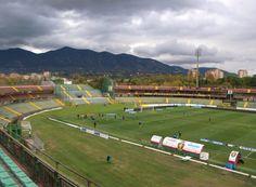 Estadio Libero Liberati. Casa del Ternana Calcio, localizado en la ciudad de Terni y propiedad municipal, abierto desde 1969 y capacitado para 22.000 personas