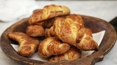 Foto: Fra TV-serien «Sommermat i Falkenberg Piece Of Cakes, Croissant, Easy Snacks, Pretzel Bites, Tv, Foods, Inspiration, Tarte Tatin, Food Food