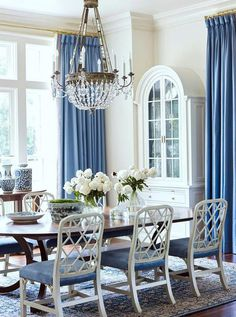 Love these luxurious blue drapes for a formal dining room. A blue and white desi… – Dining Room Dining Room Design, White Rooms, Dining Room Decor, Dining Room Blue, Home Decor, Formal Dining Room, Tuscan Decorating, Room Design, White Decor