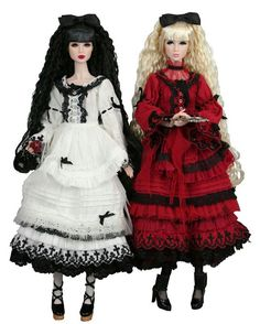 Snow White and Rose Red (Brothers Grimm) White Roses, Red Roses, Yuri, White Brothers, Classic Fairy Tales, Brothers Grimm, Red Queen, Oui Oui, Fashion Dolls