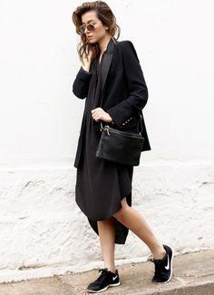 Pour réussir un total look noir, on pense à télescoper les styles (robe Sportscraft - blog The Chronicles of Her)