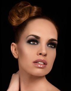 Make-up Studio Professional Make up - Make-up Herfst / Winter trend 2011 Vintage Glam Girls Makeup, Glam Makeup, Hair Makeup, Country Blue, French Country, Bridesmaid Hair, Bridesmaids, Photo Makeup, Retro Hairstyles