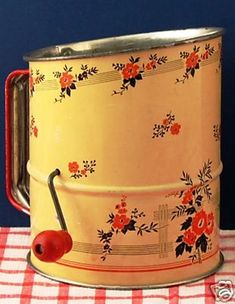 Vintage flour sifter - I have my mom's and I still use it. (My mother's was a plain gray metal sifter. Hd Vintage, Photo Vintage, Vintage Tins, Vintage Dishes, Vintage Decor, Vintage Antiques, Vintage Stuff, Old Kitchen, Kitchen Items