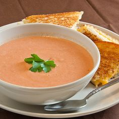 I love tomato soup. This recipe was not my favorite ever (I have very high tomato soup standards), but it was so easy to make with ingredients usually on hand that I will probably make it again. Creamy Chicken And Rice, Tomato Soup Recipes, Soup And Sandwich, Soup And Salad, Soups And Stews, Soul Food, Food Processor Recipes, Food Porn, Yummy Food