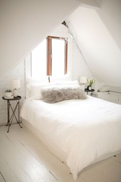 48 Elegant Small Attic Bedroom For Your Home. It's not always easy to decorate the attic bedroom so you are going to need a plan before you begin. Chicago Apartment, White Painted Floors, Attic Bedroom Small, Attic Bathroom, Master Bedroom, Bedroom Bed, Cozy Bedroom, Loft Bedroom Decor, Slanted Ceiling Bedroom