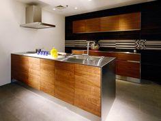 無印良品キッチンのシンプル&スタイリッシュな魅力 | リフォーム費用・価格・料金の無料一括見積もり【リショップナビ】 Kitchen Remodel, Interior, Modern, Table, Room, Furniture, Home Decor, Kitchen Dining, House