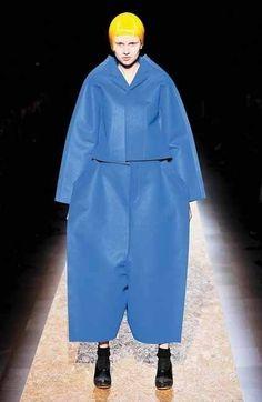 Rei Kawakubo: deconstructivismo arquitectónico en la moda. (Para ver la nota entera dar click en la imagen)