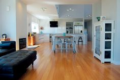 Ideal House - Sustainable features such as bamboo flooring and LED lights contributed to the home's impressive Homestar rating. Stone Flooring, Wooden Flooring, Hardwood Floors, Eco Buildings, Passive House, Eco Friendly House, Good House, Diy Solar, Wooden Kitchen