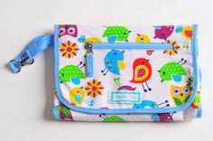 Cambiador Portapañal. Con tres bolsillos para llevar todo lo necesario para cambiar a tu bebé en un solo lugar. www.lorenzabasicos.com Diaper Bag, Bag, Diaper Bags, Nappy Bags