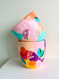 Flower Pot Art, Flower Pot Design, Painted Plant Pots, Painted Flower Pots, Pottery Painting Designs, Pottery Art, Bottle Painting, Bottle Art, Jar Crafts