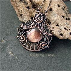 Wonder if that is 7 wires or a copper disc. Either way it would be an awesome way to weave a cab. Copper Jewelry, Wire Jewelry, Jewelry Art, Jewelry Crafts, Jewelry Design, Jewellery, Copper Wire, Wire Necklace, Wire Wrapped Necklace