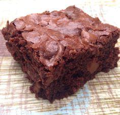 Brownie já é bom, imagina com castanhas do cerrado e recheado com doce de leite? Receita DIVINA! Vem aprender!