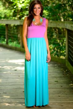 The color combo on this maxi is perfection! The soft material and the simple fit...Amazing! This maxi is so comfortable and stylish!