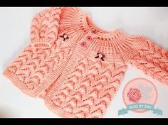 Casaquinho Salmão English Subtitles Available - Crochet Bande Cardigan Bebe, Knitted Baby Cardigan, Knit Baby Sweaters, Baby Knitting Patterns, Baby Patterns, Knitting Videos, Crochet Videos, Free Knitting, Blog By Day