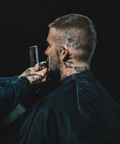The Proper Way to Use Shampoo & Conditioner for Healthy Hair David Beckham Tattoos, David Beckham Haircut, David Beckham Style, David Beckham Short Hair, Shampoo For Itchy Scalp, Hair Shampoo, Hair Men Style, Hair And Beard Styles, Short Hair Cuts