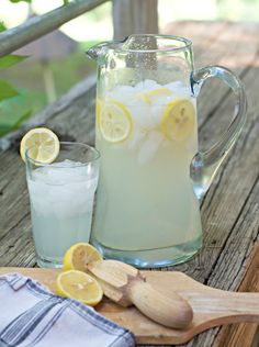 There are a few great mysteries in the world. How do you make perfect, 'best of summer', squeezed, healthy, fresh homemade lemonade concentrate? I can only help with the last answer. Honey Lemonade, Homemade Strawberry Lemonade, Mango Lemonade, Best Lemonade, Fresh Squeezed Lemonade, Homemade Lemonade Recipes, Frozen Lemonade, Summertime Drinks, Summer Drinks