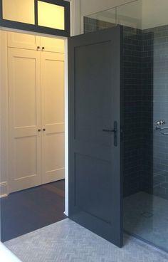 De meeste mensen kiezen toch voor witte deuren in hun huis. Zwart wordt snel gedurfd gevonden. Toch zijn zwarte deuren..