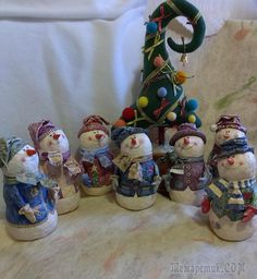 Снеговики из ватного папье маше Winter Christmas, Christmas Cards, Christmas Decorations, Xmas, Christmas Ornaments, Snowman Crafts, Snow Globes, Pottery, Handmade