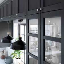 ikea kjøkken på hytte – Google Søk Black Ikea Kitchen, Black Kitchens, Kitchen On A Budget, New Kitchen, Kitchen Dining, Kitchen Cupboard Doors, Kitchen Shelves, Cabinet Doors, Cottage Renovation